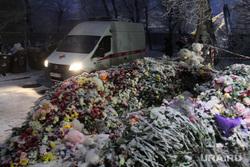 Завершение спасательной операции на проспекте Карла Маркса, 164. Магнитогорск, мемориал, цветы в снегу