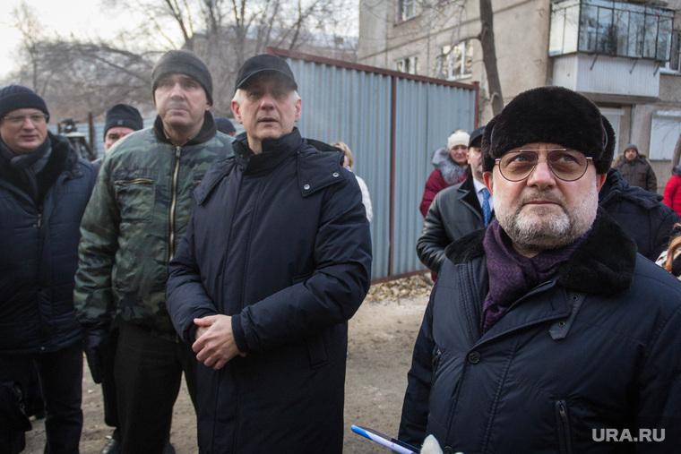 Министр Чеченской Республики по национальной политике, внешним связям, печати и информации Джамбулат Умаров возле дома № 164 на проспекте Карла Маркса. Магнитогорск