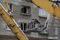 Жители дома № 164 на проспекте Карла Маркса. Магнитогорск, разбитое окно, автокран с люлькой