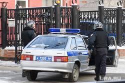 Вневедомственная охрана на проходной облпрокуратуры. Екатеринбург, охрана, полицейская машина