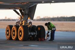 Боинг-777 в Челябинском аэропорту. Челябинск, самолет, проверка, шасси, боинг-777-200