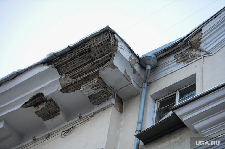 Дом с обрушенным фасадом и балконом на Ленина 61. Челябинск, реконструкция, обрушение фасада