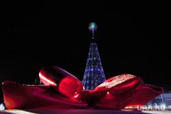 XII Всероссийский съезд Дедов морозов и Снегурочек. Ханты-Мансийск, бант, новогодняя елка, новый год