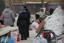 Жители дома № 164 на проспекте Карла Маркса. Магнитогорск, вещи в пакетах