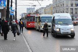 Остановка общественного транспорта на площади Революции. Челябинск, маршрутка, остановка общественного транспорта