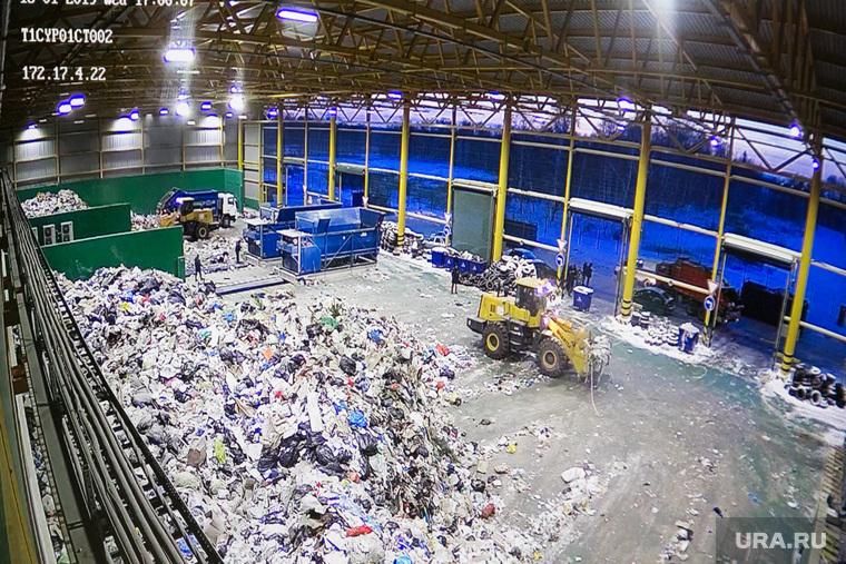 фото с камер наблюдения мусоросортировочного завода, где нашли труп.Тюмень