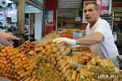 Виды Тель-Авива, Ашдода, Иерусалима. Израиль, торговля, продукты, продавец, кондитерские изделия, сладости, еда, шук кармель, центральный рынок тель-авива
