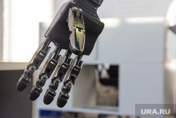Рабочий визит губернатора Челябинской области в Магнитогорск. Магнитогорск, рука, андроидная техника, робот