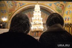 Празднование Рождества Христова в Свято-Троицком кафедральном соборе. Екатеринбург, храм, вера, прихожане, собор, женщины в платках