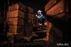 Ночной рейд по ремонту дорог. Екатеринбург, мигрант, тротуарная плитка, строитель, ночные работы, гастарбайтер, бехатон
