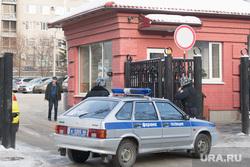 Вневедомственная охрана на проходной облпрокуратуры. Екатеринбург, полицейская машина, проходная