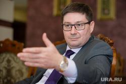 Интервью с вице-губернатором ХМАО Николаем Милькис. Сургут, жест рукой, милькис николай