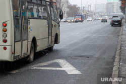 Выделеная полоса общественного транспорта на Малышева. Екатеринбург, полоса общественного транспорта, дорожная разметка, полоса для автобусов