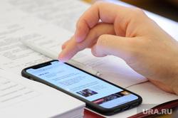 Заседание гордумы Екатеринбурга, телефон, смартфон, ura.ru, новости, сотовый телефон, читает урару