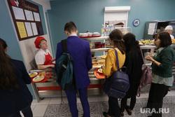 Столовая в школе №112. Пермь, школьная столовая, линия раздачи