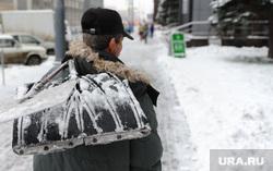 Погода. Снег. Грязь Челябинск., дворник, лопата