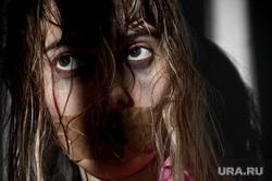 Клипарт depositphotos.com, насилие, заложник, садизм, пытка, издевательство, причинять боль, рот заклеен скотчем, заклееный рот, агрессия