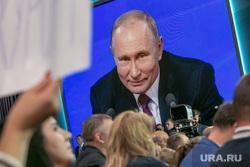 Пресс-конференция Президента России Владимира Путина. Москва, путин на экране