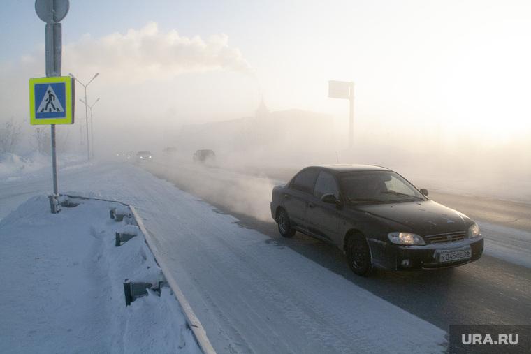 Мороз и ледяной туман. Салехард. 31 января 2019 г, проезжая часть, автомобиль, мороз, зима, туман