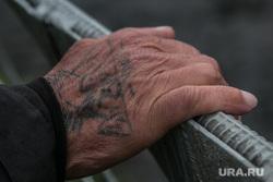 Футбольный матч между командами Курганской областной Думы и заключенными колонии №6. Иковка. Курганская обл, рука, татуировка, наколка, зэк