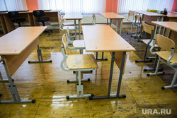 Евгений Куйвашев в школе №175. Екатеринбург, класс, парты