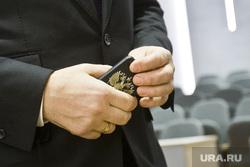 Павел Астахов в Тюмени, герб рф, сотовый телефон, мобильник