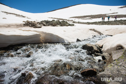 Кавказские горы в окрестностях Эльбруса, путешествие, горная река, снег, горы, ледник