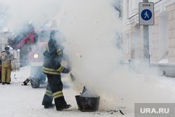 Пожарные учения в колледже имени Ползунова. Екатеринбург, дым, пожарный, пожар, тушение огня, пожарные учения