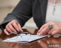Галина Кулаченко, интервью. Екатеринбург, руки, очки
