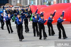 Генеральная репетиция парада Победы на Площади революции. Челябинск, концерт, артисты, танцевальный номер, моряки