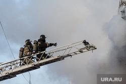 Пожар памятника архитектуры по ул. Семакова 8. Тюмень, дым, пожар, тушение пожара, пожарные, мчс