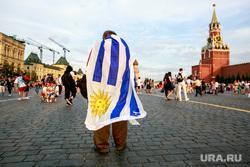 Болельщики на Никольской и Красной площади. Москва, спасская башня, красная площадь, флаг аргентины, аргентинский флаг