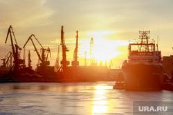 Виды Калининграда. Калининград, корабль, порт, закат, пароход, судно, портовые краны