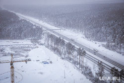 Виды города. Екатеринбург, лес, снегопад, трасса, зима, вид сверху, стройка