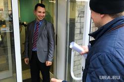 В штаб Навального не пускают силовиков с повесткой. Челябинск, золотаревский борис