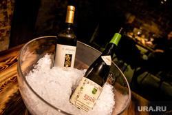 Ужин в ресторане Cibo c шеф-поваром, обладателем звезды Michelin Фабианом Фельдманом Екатеринбург, бутылки, ведро со льдом, алкоголь