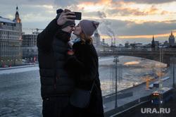 Зимняя Москва, влюбленные, поцелуй, отношения, нежность, парочка, селфи, город москва, любовь, вечер