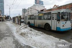 Оттепель в Екатеринбурге, троллейбус, обочина, улица малышева