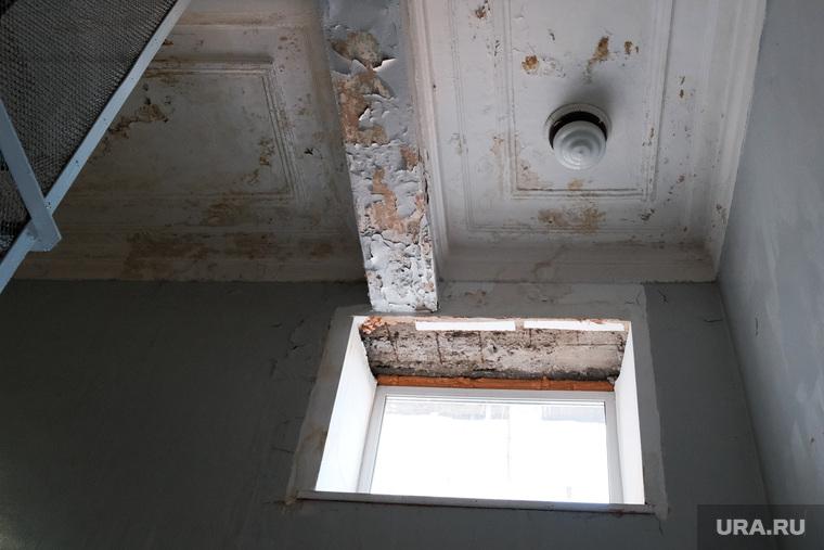 Протечка потолка в администрации города Кургана (НЕОБР)