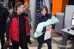 Встреча Ольги и Вани Фокиных в аэропорте. Магнитогорск, фокин ваня, фокин евгений, фокина ольга