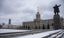 Парковку на Площади 1905 года закрыли для строительства ледового городка. Екатеринбург, администрация екатеринбурга