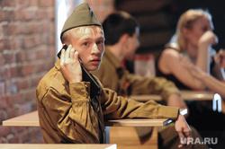 Солдат с мобильным. Челябинск., солдат, разговор по телефону, мобильный телефон
