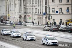 Вручение свердловским полицейским ключей от новых автомобилей. Екатеринбург , кортеж, машина дпс, машины, полиция, правоохранительные органы, гибдд, дпс, дорога, автомобили