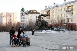 Репортаж про якутских ученых. Якутск, мамы с колясками, молодая семья, якутск, сквер крафта, памятник ивану крафту