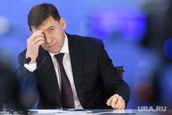 Пресс-конференция Евгения Куйвашева. Екатеринбург, куйвашев евгений, портрет, рука у лица