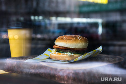Street Food на улице Малышева. Екатеринбург, гамбургер, бургер, фастфуд