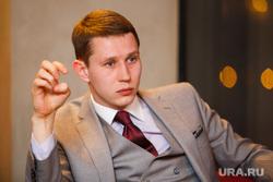 Интервью с модельером Дмитрием Шишкиным. Екатеринбург, шишкин дмитрий, жест рукой