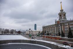 Парковку на Площади 1905 года закрыли для строительства ледового городка. Екатеринбург, администрация екатеринбурга, площадь 1905 года