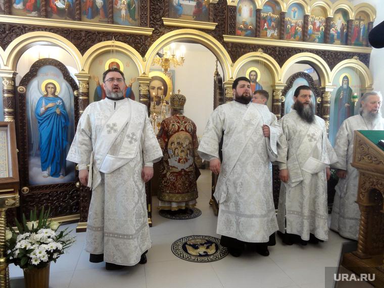 Владыка Викентий в Березовском, церковная служба