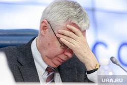 Пресс-конференция Ксении Собчак в ТАСС. Москва, головная боль, схватился за голову, малашенко игорь